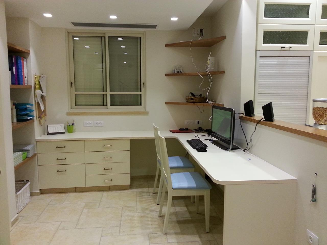 desk-701266_1280